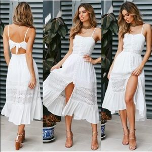 🌸White BoHo dress with button & lace detai…